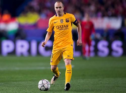 Известный Иньеста официально объявил обуходе из«Барселоны»