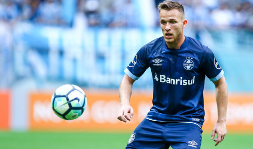 «Барселона» объявила оприобретении Артура за EUR 40 млн