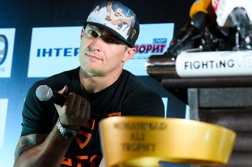 Украинский боксер Усик отказался отзвания Героя Украины