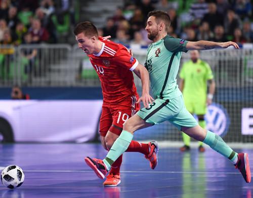 Мини-футбол. жители России вполуфинале чемпионата Европы сыграют сПортугалией