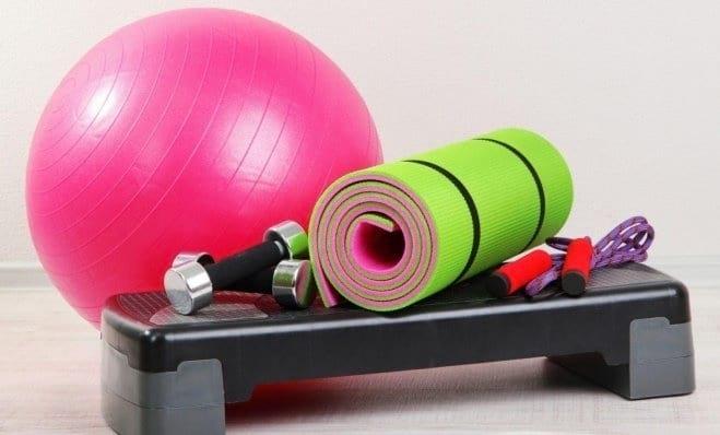 Спортивный инвентарь для тренировок женщин