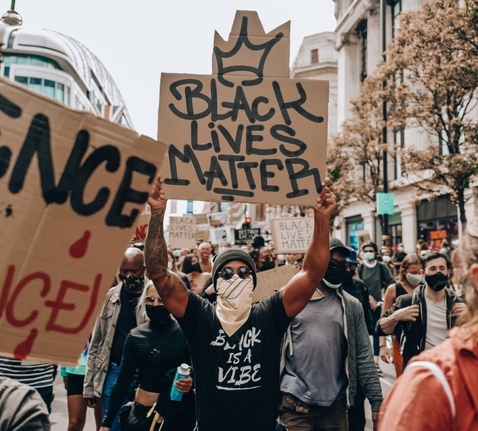 Хэмилтон вышел на протест против расизма - изображение 2
