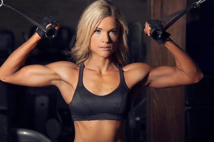 Комплексная тренировка грудных мышц дома для женщин