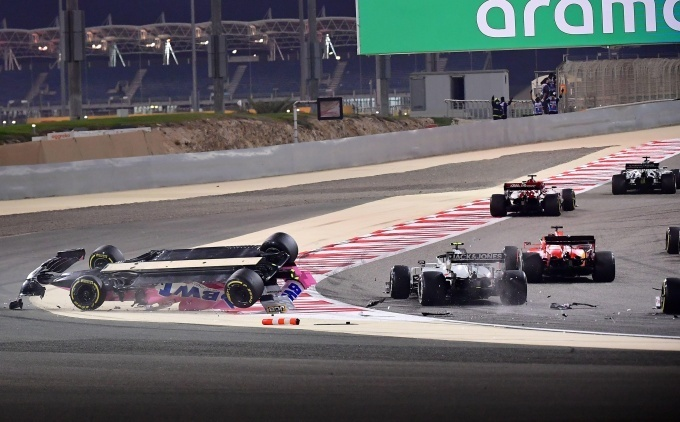 Хэмилтон выиграл драматичную гонку в Бахрейне с двумя крупными авариями
