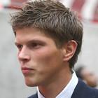 Хунтелаар не хочет уступать Павлюченко