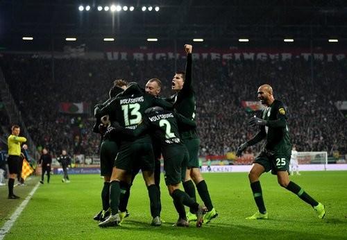Аугсбург — Вольфсбург — 2:3. Видео голов и обзор матча