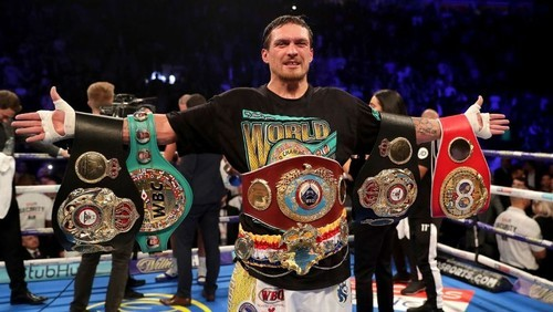 Усик стал лучшим боксером года по версии WBA