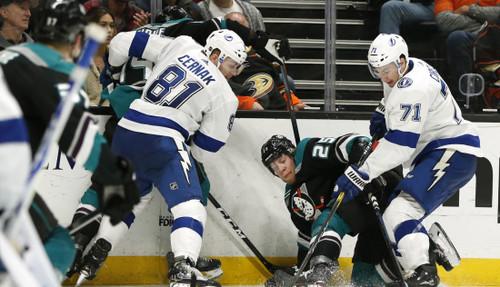 Праздничный хоккей в НХЛ. Безумие в Калгари, победы Тампы и Питтсбурга
