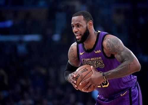 Джеймс и Адетокунбо примут участие в Матче Всех Звезд НБА