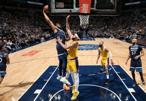 Данк Таунса через Макги - момент дня в НБА