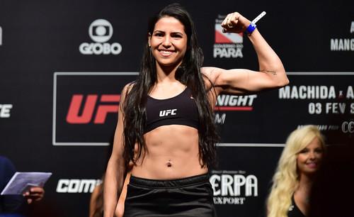 ФОТО ДНЯ. Девушка-боец UFC жестко дала отпор грабителю