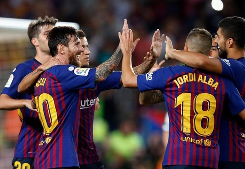 Барселона разгромила Уэску, Месси и Суарес офрмили по дублю