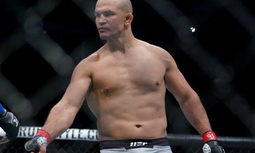 Экс-чемпион UFC Дос-Сантос проведет бой с Дерриком Льюисом