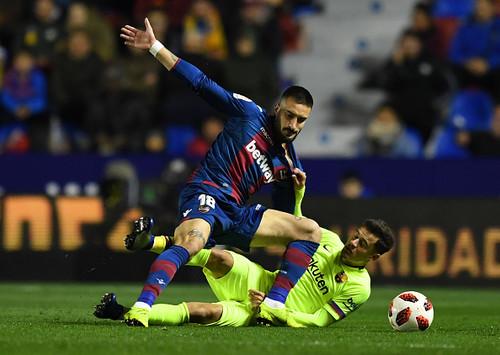 Барселона уступила Леванте в первом матче 1/8 финала Кубка Испании