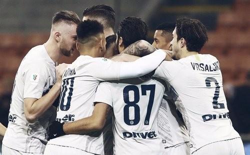 Интер забил 6 мячей в ворота Беневенто и вышел в 1/4 финала Кубка