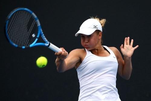 ВИДЕО ДНЯ. Путинцева показала фанатам средний палец на Australian Open