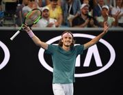 Циципас – первый теннисист 1998 года рождения, который вышел в 1/2 ТБШ