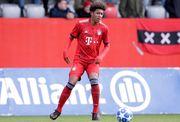 Бавария выкупила 18-летнего защитника Далласа