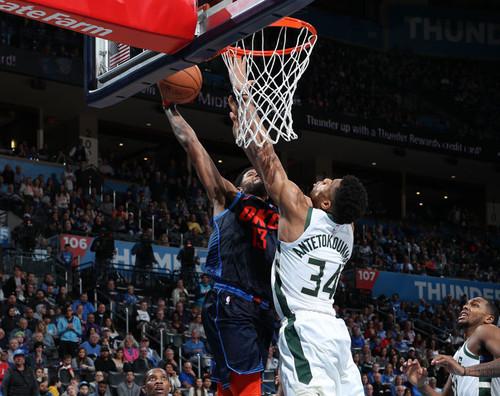 Данк Джорджа через Янниса - момент дня в НБА
