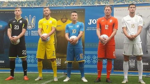 На новых комплектах формы сборной Украины есть надпись «Слава Украине»
