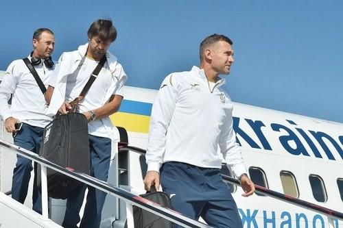 ФОТО ДНЯ. Сборная Украины прилетела в Чехию