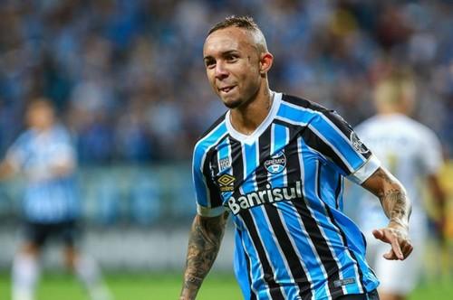 Милан присматривается к бразильскому форварду