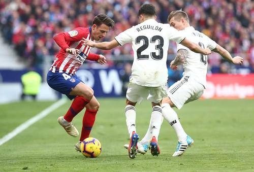 Реал уверенно выиграл мадридское дерби у Атлетико