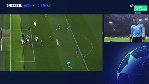 Судья отменил гол Аякса в ворота Реала с помощью VAR впервые в ЛЧ