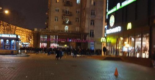 ВИДЕО ДНЯ. Фанаты Динамо и Айнтрахта устроили драку в центре Киева