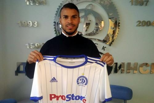 Экс-игрок Днепра перешел в третий клуб в течение сезона