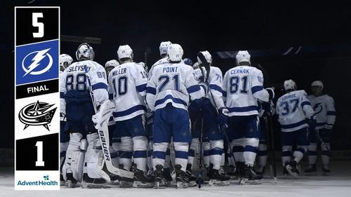 ВИДЕО ДНЯ. На матче НХЛ шайба пролетела в сантиметрах от комментатора