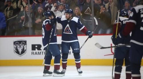 НХЛ. 7 шайб Колорадо, серия Кэйна, победы Бостона и Калгари