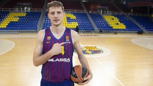 Барселона отпустила Пустового в сборную Украины