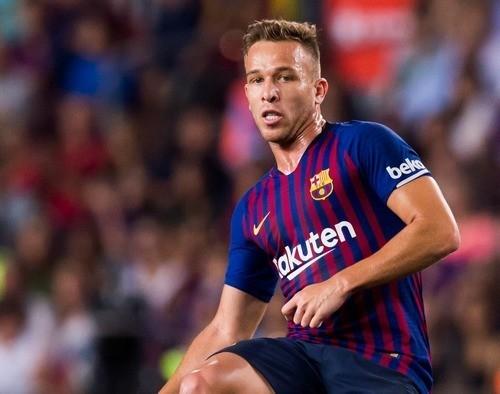 Основной полузащитник Барселоны начал тренироваться