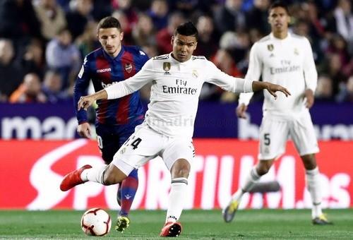 Два пенальти помогли Реалу одержать выездную победу над Леванте