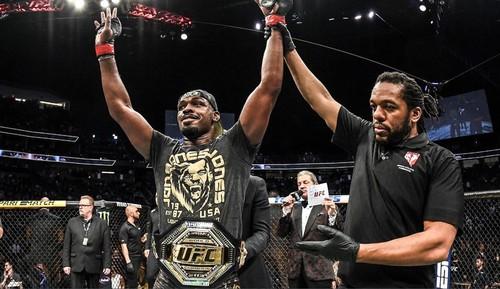 Джон Джонс и Тайрон Вудли заработали по 540 тысяч за UFC 235
