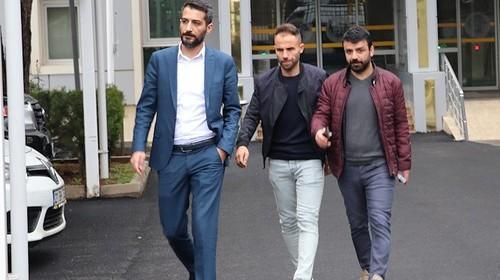 Турецкий футболист, порезавший соперников, получил пожизненный бан