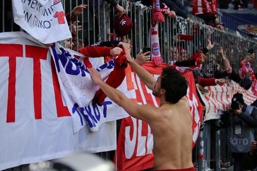 Фанаты Баварии и Вольфсбурга устроили побоище перед матчем Бундеслиги
