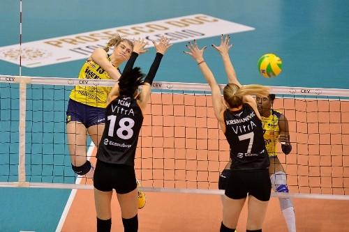 В женской Лиге чемпионов прошли первые матчи 1/4 финала