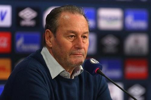 Хуб Стевенс будет тренером Шальке до конца сезона