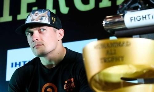 Александр Усик спел песню о разгромном поражении Динамо от Челси