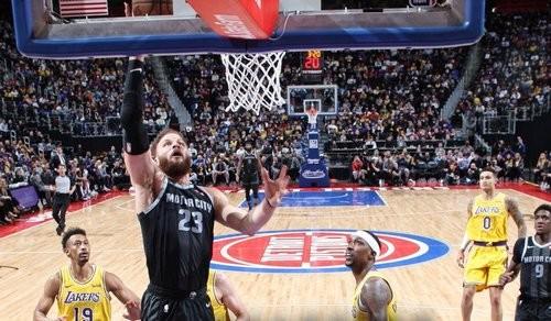 НБА. Детройт обыграл Лейкерс, Хьюстон сильнее Финикса