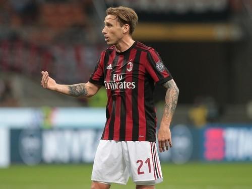 Игроки Милана едва не подрались на скамейке во время игры с Интером
