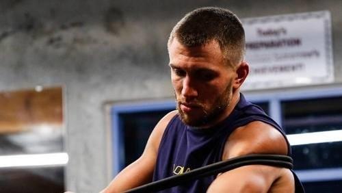 Ломаченко показал тренировки на берегу океана