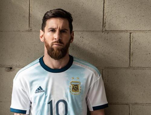 Месси представил новую форму сборной Аргентины