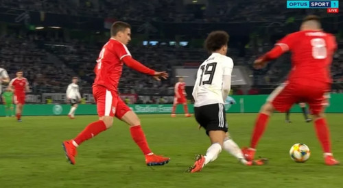 ВИДЕО. Сербский игрок едва не сломал ногу Лерою Сане