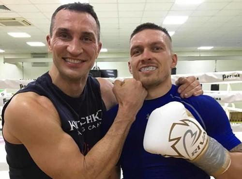 Владимир Кличко помогает Александру Усику готовиться к бою