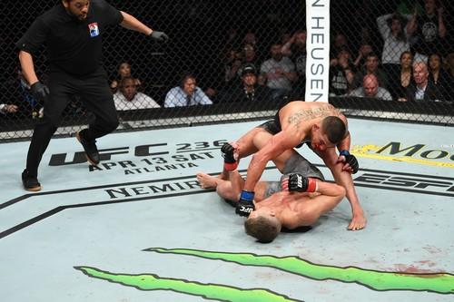 UFC Fight Night 148. Стивен Томпсон — Энтони Петтис. Видео нокаута