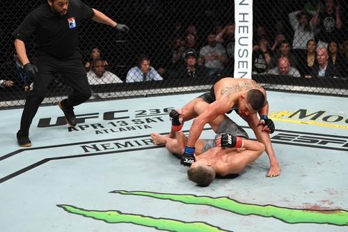 UFC раздала бонусы за лучшие бои