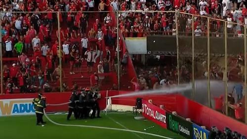 ВИДЕО ДНЯ. Аргентинские фанаты сорвали поединок Кубка страны
